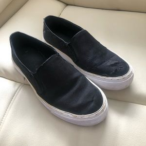 Black guess slip on